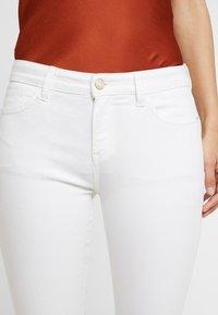 Esprit - MR SKINNY - Denim shorts - white - 4