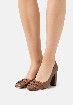 PINKIE  - Classic heels - cognac