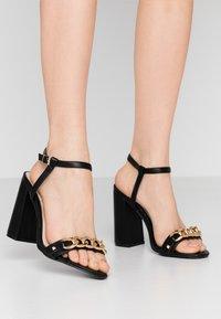Miss Selfridge Wide Fit - WIDE FIT SHAM CHAIN BLOCK HEEL - Korolliset sandaalit - black - 0