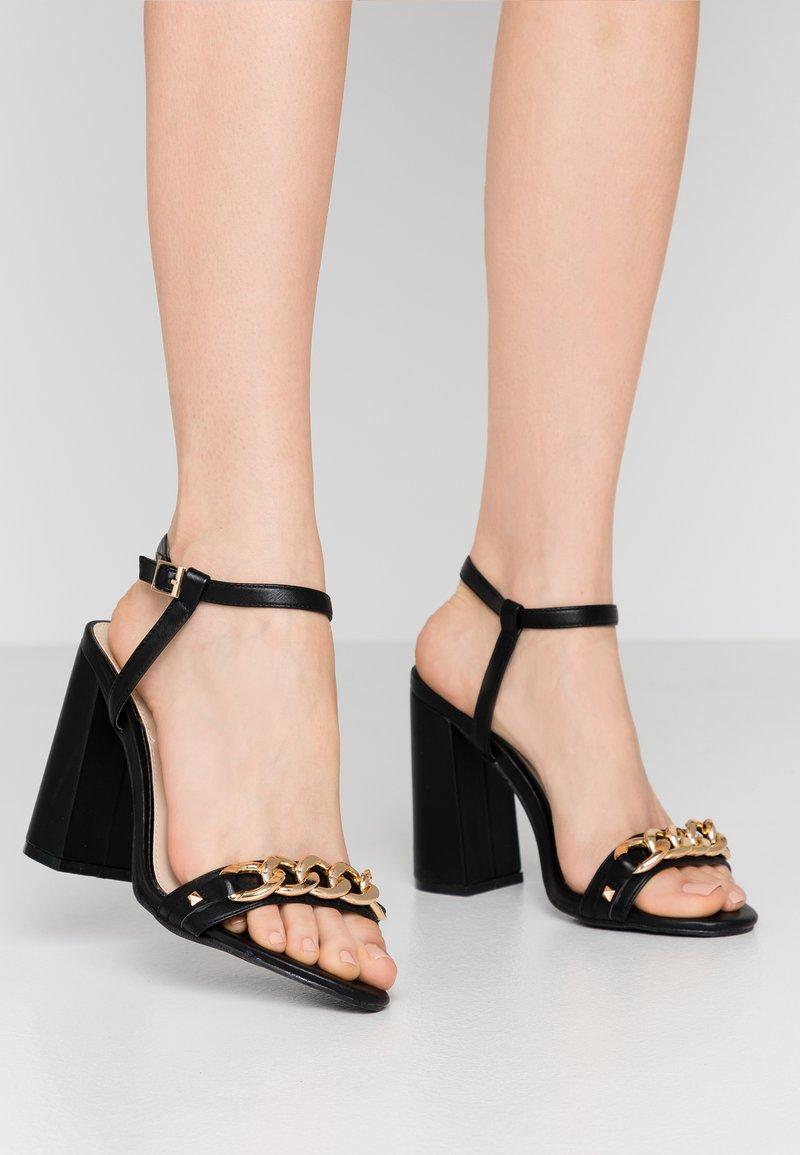 Miss Selfridge Wide Fit - WIDE FIT SHAM CHAIN BLOCK HEEL - Korolliset sandaalit - black
