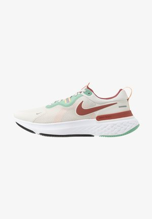 REACT MILER - Zapatillas de running neutras - light bone/claystone red/healing jade