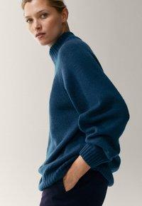 Massimo Dutti - MIT STEHKRAGEN - Jumper - blue - 2