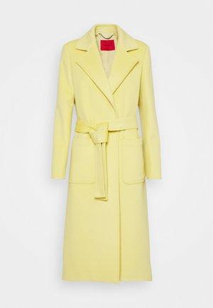 RUNAWAY - Klassinen takki - pale yellow