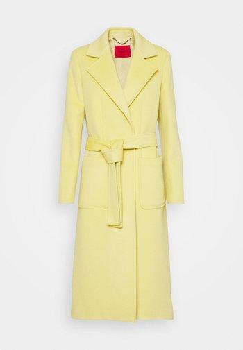 RUNAWAY - Mantel - pale yellow