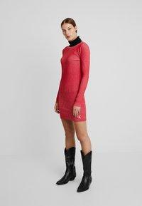 Calvin Klein Jeans - LONG SLEEVE DRESS - Pouzdrové šaty - racing red - 1