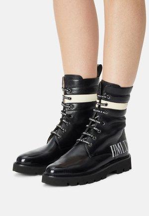 SELINA - Šněrovací kotníkové boty - black