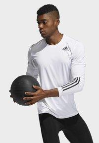 adidas Performance - 3 STRIPES PRIMEGREEN TECHFIT SPORTS LONG SLEEVE T-SHIRT - Camiseta de manga larga - white - 2