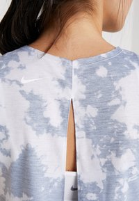 Nike Performance - REBEL TIE - Sports shirt - mottled grey - 5