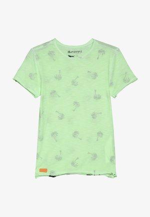 BOYS PALMEN ALLOVER - Camiseta estampada - neon grün oil