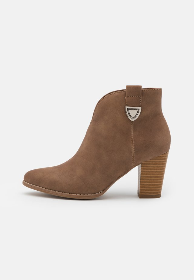 ANGELINA - Ankle boot - camel