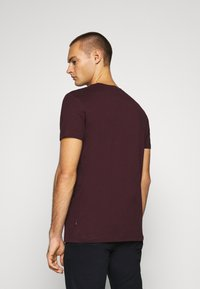 Burton Menswear London - SHORT SLEEVE CREW 7 PACK  - T-shirt basic - black/white/charcoal/navy/burgundy/dusty olive - 2