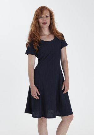 Hverdagskjoler - navy blazer mix