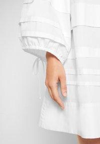 Victoria Victoria Beckham - LAYER DETAIL OVERSIZED DRESS - Shirt dress - white - 7