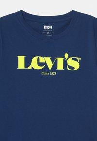 Levi's® - GRAPHIC  - T-shirt con stampa - estate blue - 2