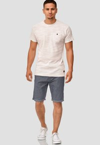 INDICODE JEANS - CASUAL FIT - Shorts - mottled blue - 1