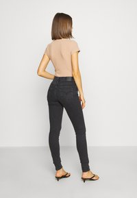 Levi's® - 720 HIRISE SUPER SKINNY - Jeansy Skinny Fit - smoked out - 2
