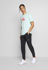 Nike Performance - DRY TEE TRAIL - Camiseta estampada - mint foam - 1