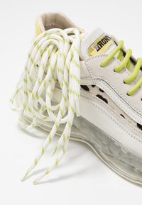 Bronx - BUBBLY - Sneakers laag - offwhite/lime - 7