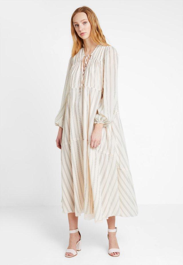 LOVIN LINDHAH DRESS - Maxi dress - milk combo
