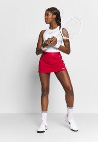Nike Performance - DRY SKIRT - Sports skirt - gym red/white - 1