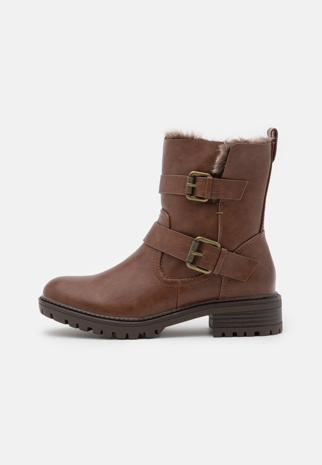 ARUBABUCKLE BOOT - Santiags - brown