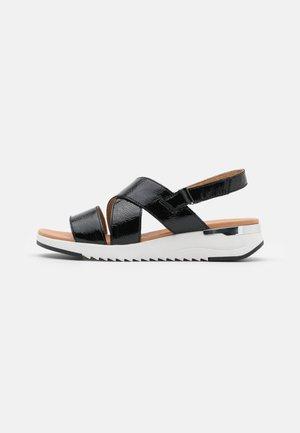 WOMS  - Sandaletter med kilklack - black