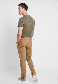 DOCKERS - SMART FLEX TAPERED - Pantalones chinos - ermine - 2