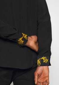 Versace Jeans Couture - BAROQUE COLLAR SHIRT - Koszula - black - 4