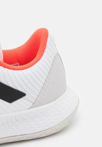 adidas Performance - FORCEBOUNCE - Käsipallokengät - footwear white/core black/solar red - 5