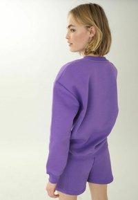 Pimkie - MIT RUNDHALSAUSSCHNITT - Sweatshirt - violett - 2