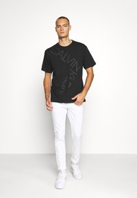 Hollister Co. - SPRSKNY  - Skinny džíny - white - 1
