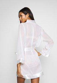 Bluebella - KIMONO - Dressing gown - ivory - 2