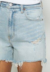Abercrombie & Fitch - CURVE LOVE HIGH RISE MOM - Denim shorts - dark - 5