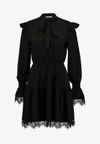 NA-KD - SMOCKED FLOUNCE DETAIL DRESS - Denní šaty - black - 5