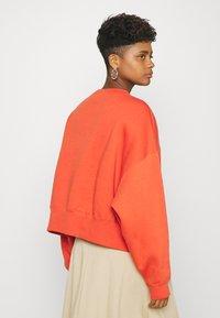 Nike Sportswear - CREW TREND - Sweatshirts - mantra orange/white - 2