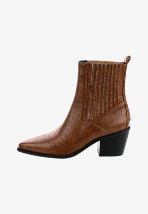 NAVARONS - Kotníkové boty - brown