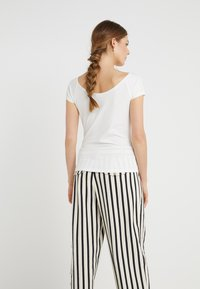 Filippa K - BALLERINA STYLE CAP SLEEVE - T-shirt basic - cream - 2