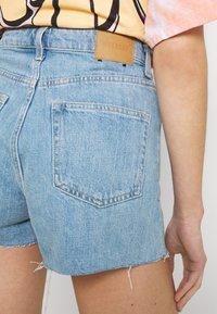 Weekday - ROWE - Denim shorts - blue moise - 5