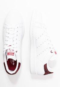 adidas Originals - STAN SMITH  - Sneakers - footwear white/collegiate burgundy - 3