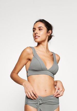 ACTIVE BANDED TRI BRA - Bikini top - olive leaf