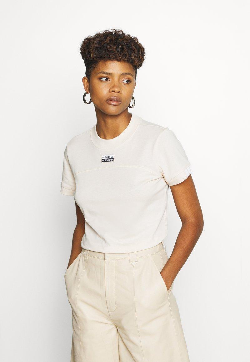 adidas Originals - TEE - T-shirts med print - beige