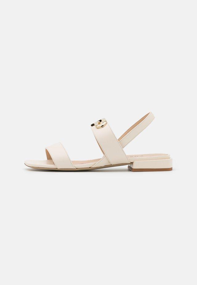 CHAIN - Sandals - pergamena