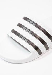 adidas Originals - ADILETTE - Sandály do bazénu - white/black - 5