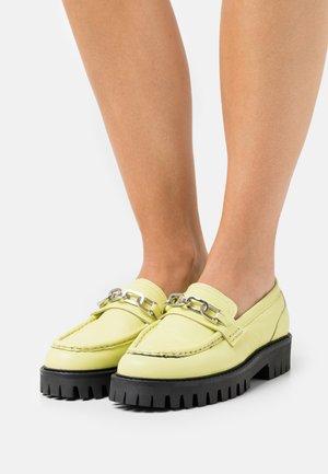 FREYA - Slip-ons - summer pear