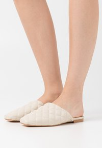NA-KD - QUILTED LOAFERS - Slippers - offwhite - 0