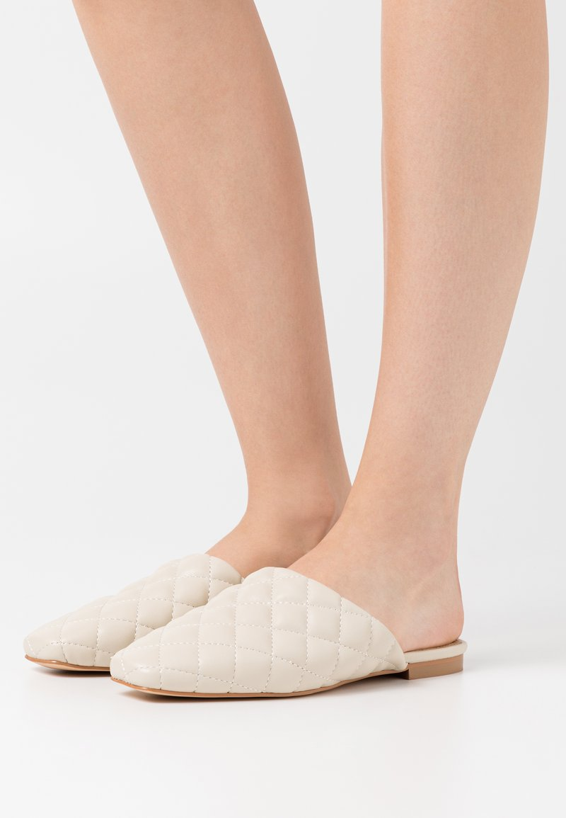 NA-KD - QUILTED LOAFERS - Slippers - offwhite