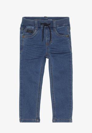 NMMROBIN PANT - Džíny Slim Fit - medium blue denim