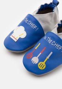 Robeez - I AM THE CHEF - First shoes - bleu electrique/gris - 5