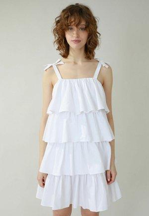 MIT VOLANTS - Day dress - weiß