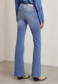 Hunkydory - Bootcut jeans - used light blue - 2